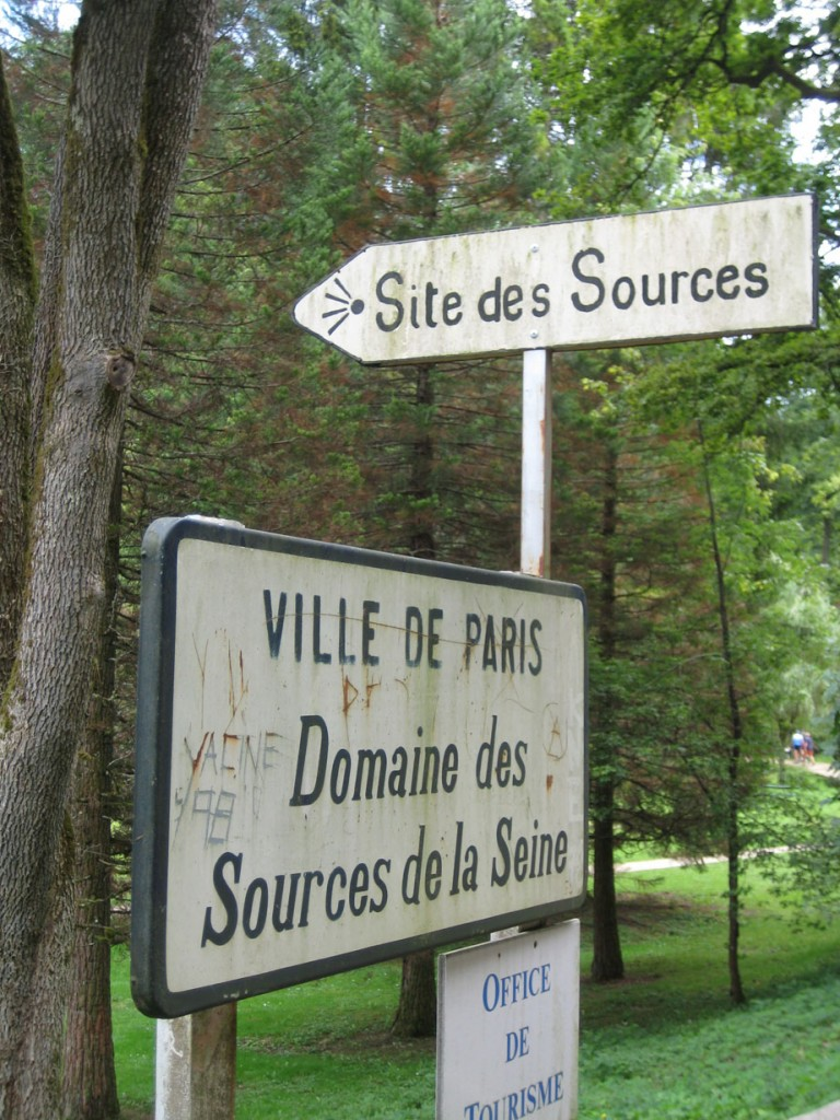 27601760-source_of_the_Seine_sign
