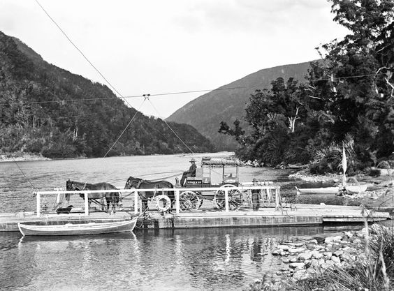 5Punt boat on Buller River 1910